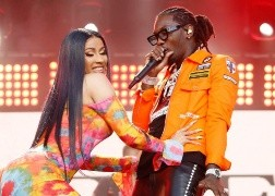 Offset y Cardi B interpretan su pista 'Clout' en el Hollywood Boulevard